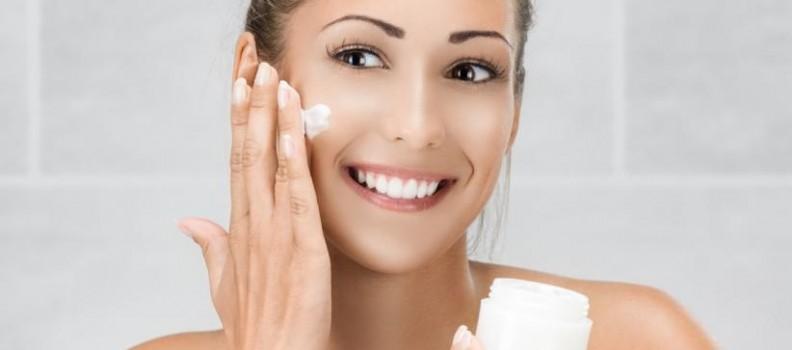 В кой редослед се използват козметичните продукти за лице?
