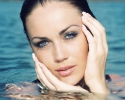 Водоустойчива козметика за лице